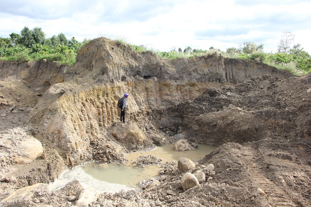 Múc sâu 3-6 mét để tìm đá