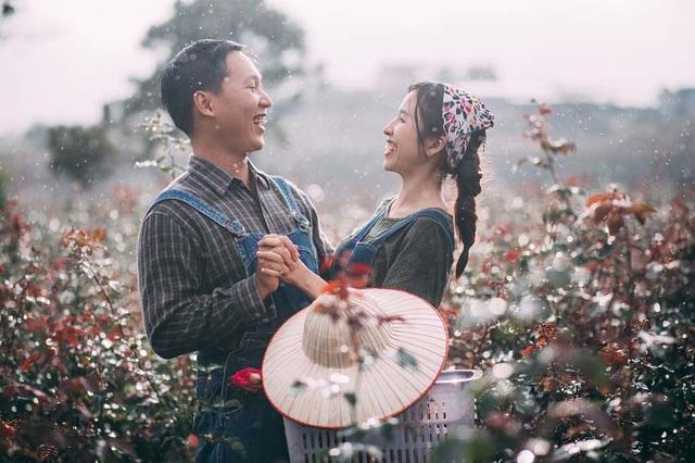 Bộ ảnh cưới bình dị này chụp vẻn vẹn trong một ngày tại Đà Lạt, đây là những khoảnh khắc cảm xúc chân thực, tự nhiên trong tình yêu của cặp đôi.