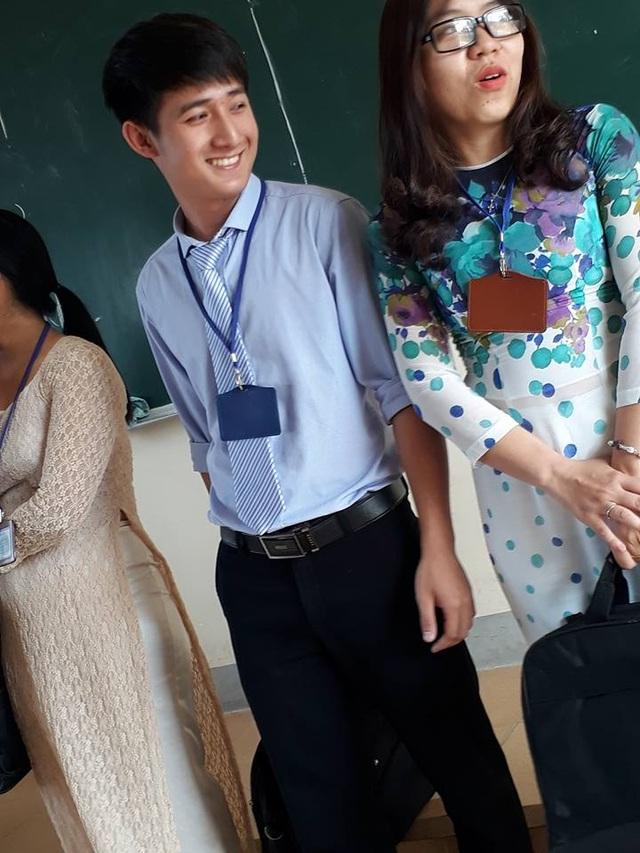 Nụ cười hiền của thầy giáo