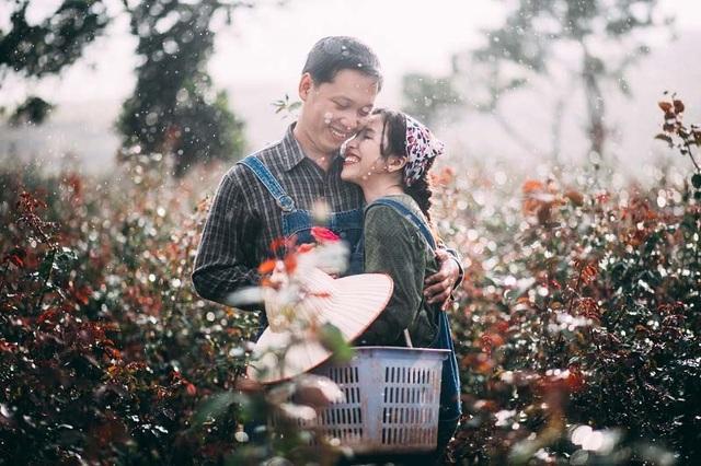 """Khi tình yêu đã đủ lớn, họ thực hiện hứa hẹn về chung một nhà sau lời cầu hôn """"mình cưới em nha"""" mà Quốc Trung ngỏ vào một tối hò hẹn."""