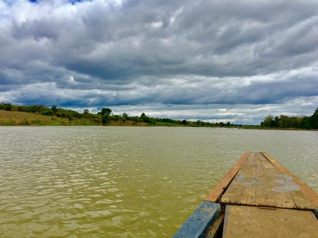 Đi thuyền trên sông Sê-rê-pôk là một trải nghiệm đáng nhớ với mọi du khách đến đây