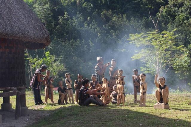Song song với lễ hội dựng cây nêu sẽ diễn ra các hoạt động như hội thi điêu khắc, đây là một công trình điêu khắc sắp hoàn thành của xã Lăng do nghệ nhân Bhriu Pố chỉ đạo và tham gia chế tác