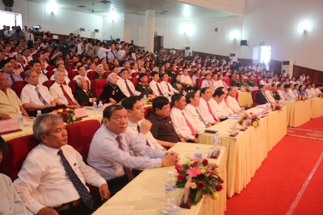 Các đại biểu Trung ương và địa phương tham dự buổi lễ kỷ niệm 60 năm Bác Hồ về thăm Hà Tĩnh