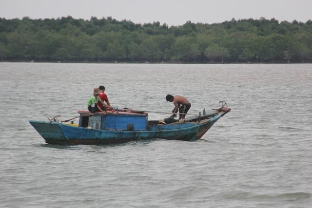 Người dân xã đảo bội thu trong chuyến vươn biển đầu tiên sau bão - 6
