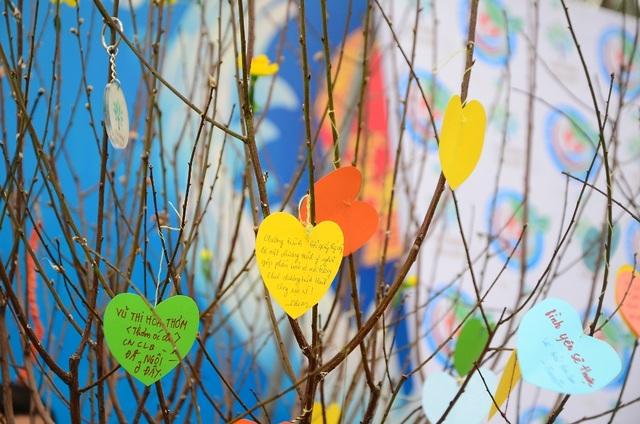 Nhiều người tham gia chương trình để lại những lời nhắn ý nghĩa với thông điệp bảo vệ môi trường.