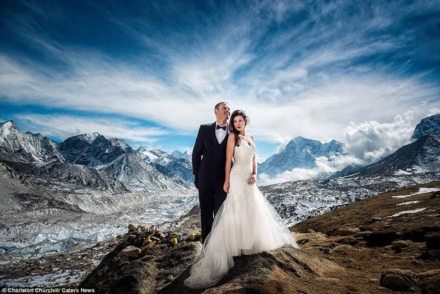 Cặp đôi dành 3 tuần leo lên đỉnh Everest để kết hôn - 8