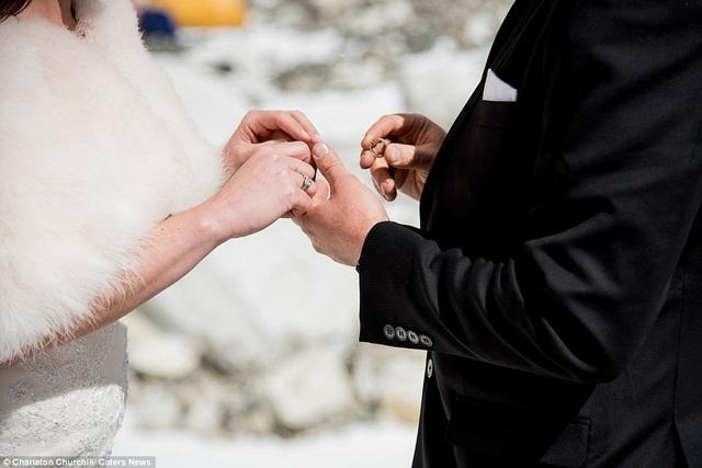 Lễ cưới được thực hiện ở độ cao hơn 5000m so với mực nước biển