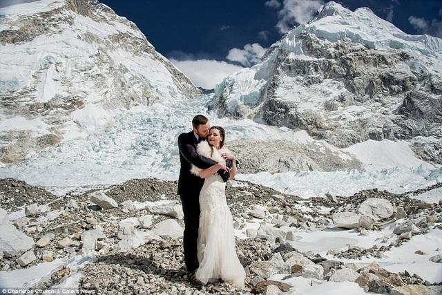 Bộ ảnh cưới đầy lãng mạn mà cá tính trên nóc nhà thế giới