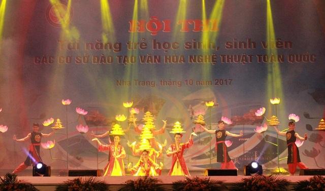 """Hội thi tài năng trẻ học sinh, sinh viên các cơ sở đào tạo văn hóa nghệ thuật toàn quốc"""", năm 2017 tại TP Nha Trang - Ảnh: Lục Nhi"""