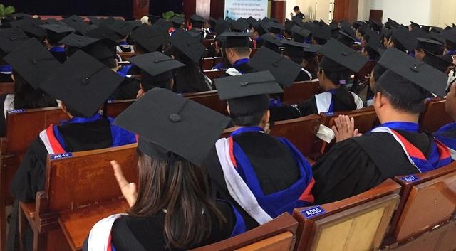 Ảnh minh hoạ sinh viên nhận bằng tốt nghiệp
