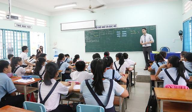 Học sinh trường THCS Thị trấn Củ Chi 2 học với giáo viên bản ngữ trong chương trình tiếng Anh tích hợp