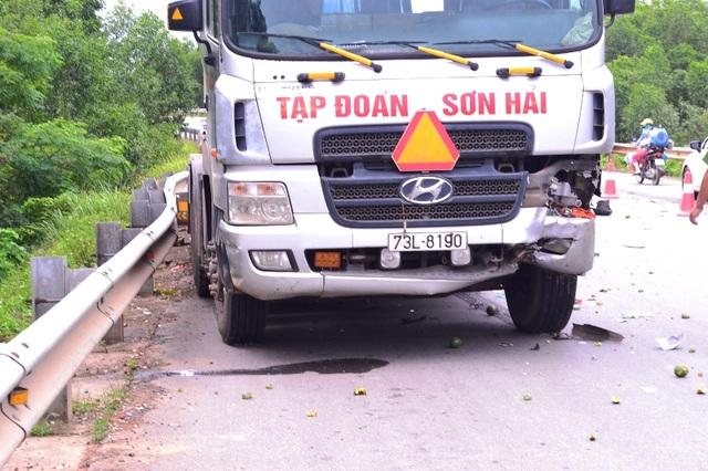Phần hư hỏng ở đầu xe tải