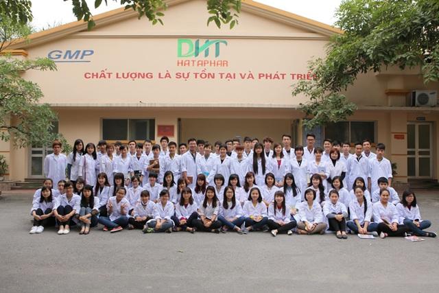 Sinh viên ngành Dược ĐH Thành Tây trong đợt thực tập tại công ty Dược phẩm Hà Tây.