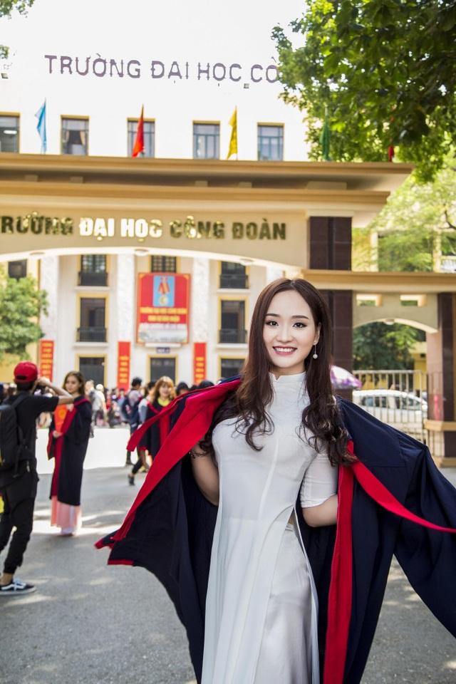 Nữ hoàng Nguyễn Thị Oanh trong ngày bảo vệ thành công luận văn tốt nghiệp