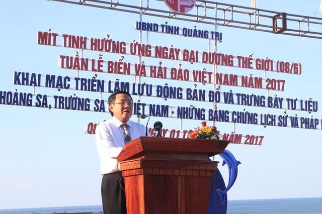 Ông Hà Sỹ Đồng, Phó Chủ tịch UBND tỉnh Quảng Trị phát biểu khai mạc buổi triển lãm tư liệu Hoàng Sa, Trường Sa