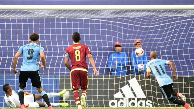 U20 Uruguay mở tỷ số trước sau quả phạt đền của De la Cruz