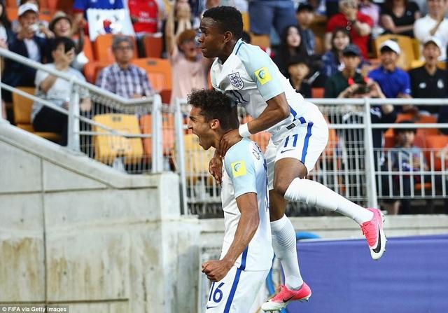 U20 Anh đã biết cách tận dụng sai lầm của đối phương để ghi bàn