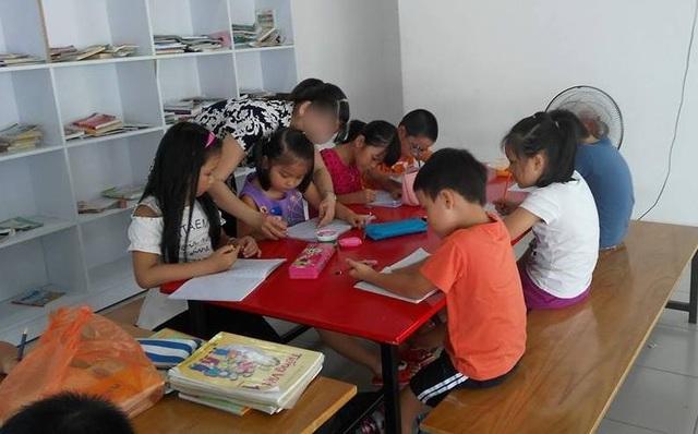 Lớp luyện chữ tại một chung cư đóng ở Thủ Đức, TPHCM
