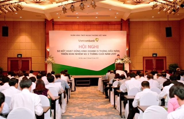 Tổng giám đốc Vietcombank Phạm Quang Dũng báo cáo kết quả hoạt động kinh doanh 9 tháng đầu năm và triển khai nhiệm vụ các tháng cuối năm 2017