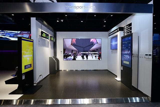 Khu vực Giao thông Vận tải: Ứng dụng giải pháp quản lý hệ thống vận hành 24/7 từ phòng điều khiển đến hệ thống hiển thị bên ngoài tại các nhà ga hoặc các trạm trung chuyển vận tải, giúp doanh nghiệp dễ dàng truyền tải và cập nhật thông tin.