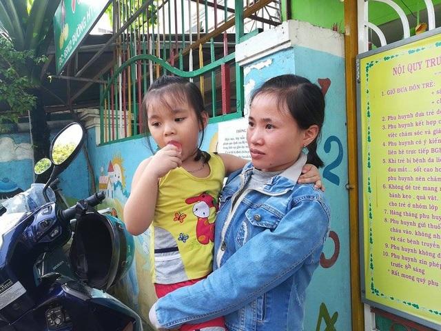 Chị Nguyễn Thị Hường, gửi con tại đây cho hay tháng 11 năm ngoái con chị từng bị bảo mẫu tại cơ sở Mầm xanh đánh