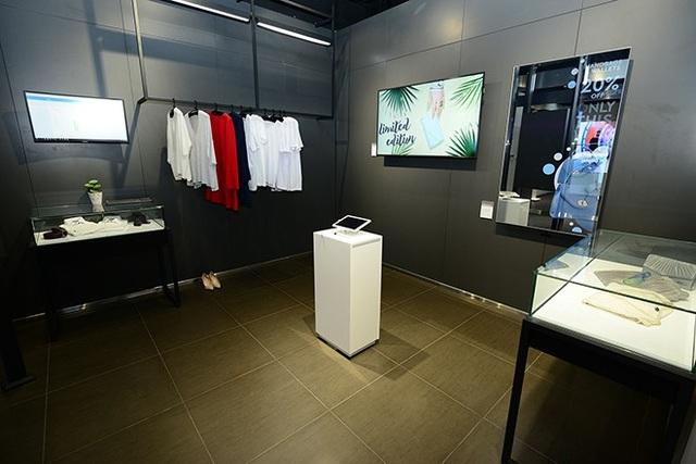 Khu vực Thời trang mang đến các giải pháp quản lý kho hàng hoặc tài chính thông qua việc kết hợp giữa thiết bị di động và KNOX.