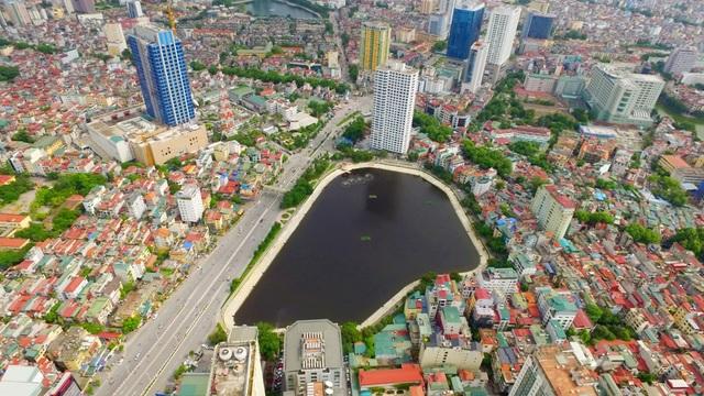 Hồ Ngọc Khánh thuộc quận Ba Đình, Hà Nội có diện tích khá nhỏ song có ý nghĩa quan trọng trong việc điều hòa không khí, tạo cảnh quan môi trường cho khu vực. Hồ nhiều lần xảy ra tình trạng ô nhiễm song đã được tiến hành cải tạo, nạo vét.