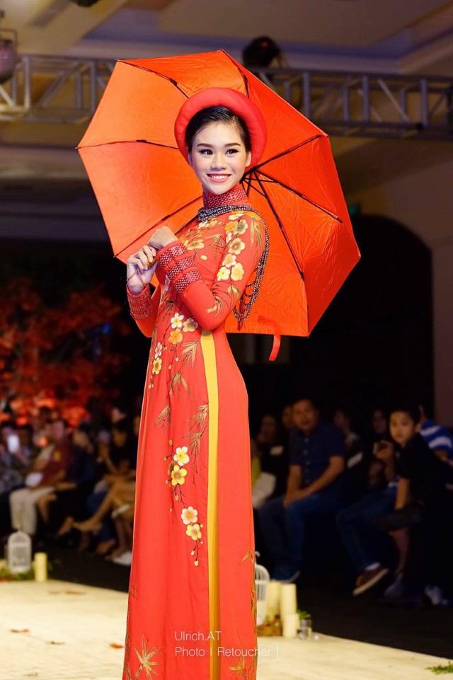 """Nữ sinh chuyên Lê Hồng Phong """"hóa"""" người mẫu chuyên nghiệp - 7"""