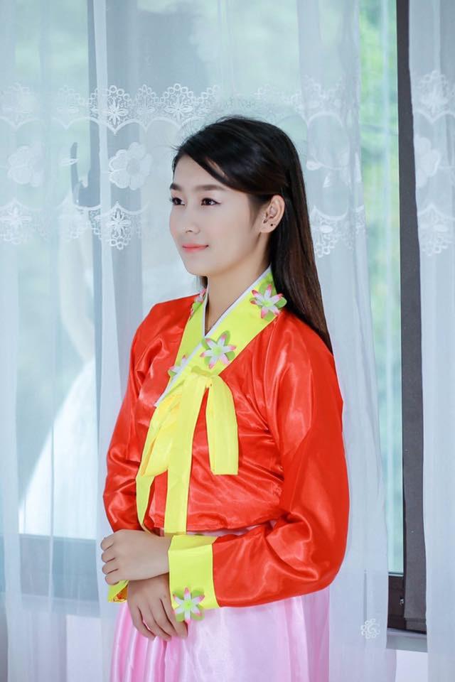 """Nữ sinh Lào Cai khốn khổ vì bị nhầm là """"hot girl ảnh bìa"""" sách giáo khoa - 7"""