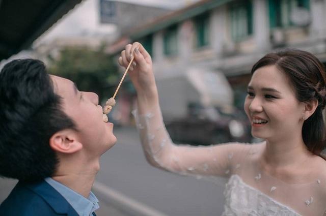 """Hài hước bộ ảnh cưới """"mê ẩm thực"""" của cặp đôi Thái Lan - 11"""