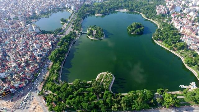 Hồ Bảy Mẫu là một hồ nước ngọt nằm trong công viên Thống Nhất ở Hà Nội. Mặt nước hồ chiếm khoảng 28 ha, giữa hồ có đảo Thống Nhất và đảo Hòa Bình.