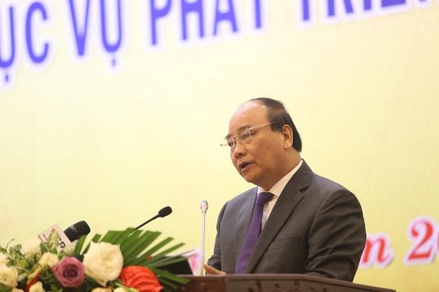Thủ tướng Chính phủ Nguyễn Xuân Phúc yêu cầu tháo gỡ mọi rào cản để đưa KHCN vào cuộc sống.
