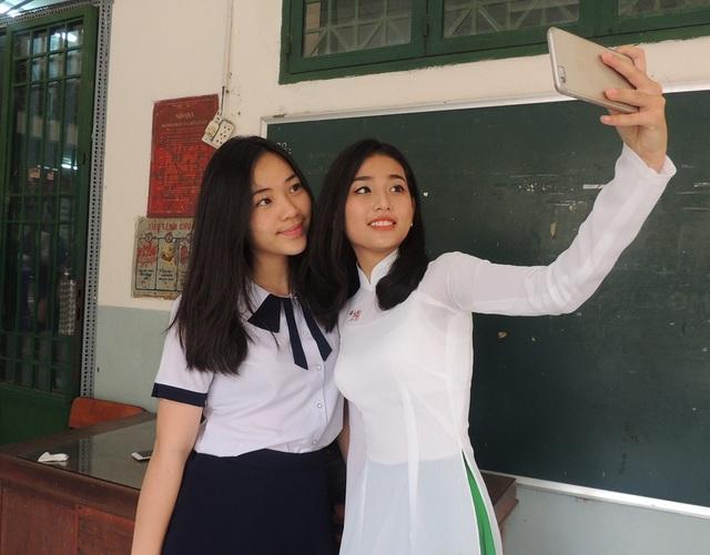 Nữ sinh bậc THPT và Trung tâm GDTX ở TPHCM sẽ không còn mặc đồng phục khác ngoài áo dài vào thứ 2 đầu tuần từ năm học này