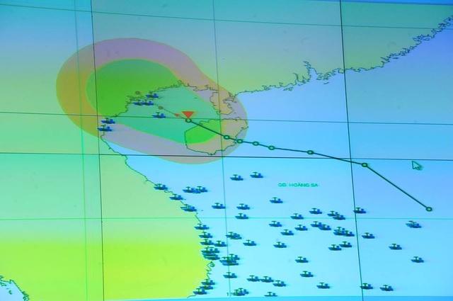 Vẫn còn nhiều tàu thuyền hoạt động gần bờ tại khu vực được dự báo áp thấp nhiệt đới sẽ đổ bộ.