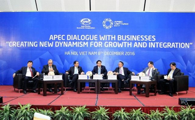 """Trong vai trò nước chủ nhà, Việt Nam đã tổ chức Đối thoại APEC với doanh nghiệp về Năm APEC 2017 vào ngày 8/12/2016 với chủ đề """"Tạo động lực mới thúc đẩy tăng trưởng và liên kết APEC""""."""
