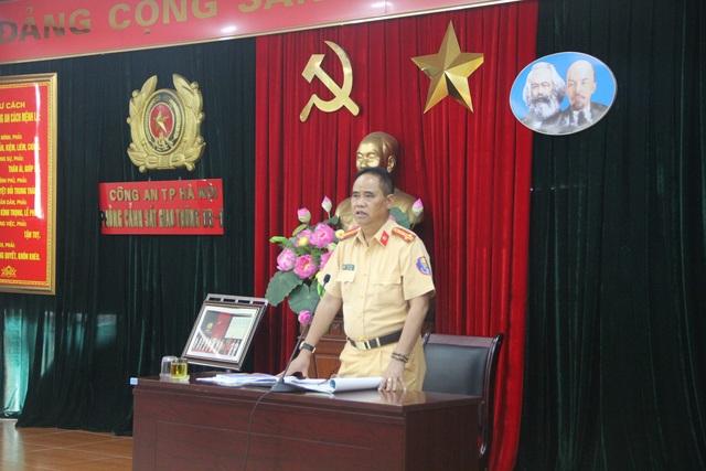 Đại tá Đào Vịnh Thắng - Trưởng phòng CSGT Hà Nội - quan triệt cán bộ, chiến sỹ lên đường vào Đà Nẵng làm nhiệm vụ
