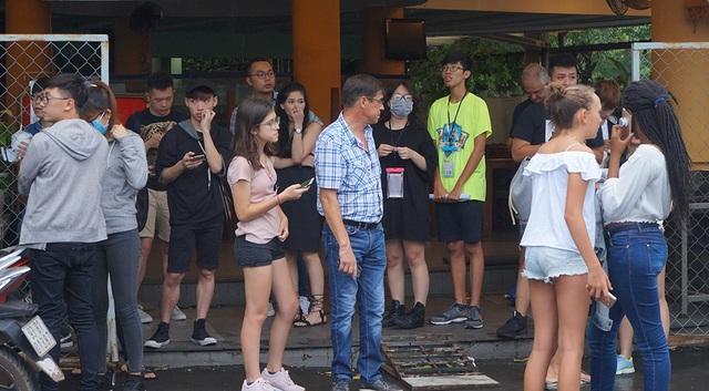 Không chỉ khán giả Việt Nam, rất đông khán giả nước ngoài đến xem show cũng ngơ ngác trước thông tin này