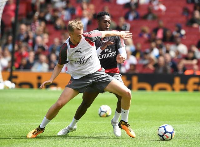 Buổi tập của Arsenal diễn ra quyết liệt, các cầu thủ rất tập trung trong các tình huống tranh chấp