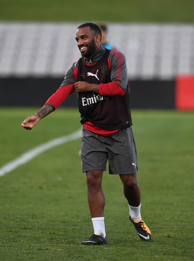 Lacazette khá thoải mái trong môi trường đội bóng mới. Arsenal có khá đông cầu thủ người Pháp, bản thân huấn luyện viên Wenger cũng là người Pháp nên rõ ràng Lacazette sẽ không lạc lõng