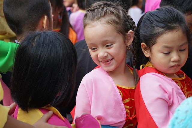 Thường xuyên tổ chức các lễ hội truyền thống giúp học sinh có cơ hội tìm hiểu, hội nhập và làm quen với môi trường quốc tế đa dạng về văn hóa, sắc tộc.