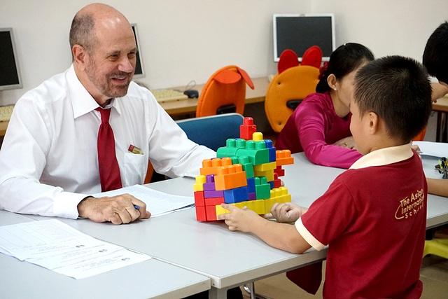 Vui chơi ngoại khóa được tổ chức bằng tiếng Anh với giáo viên nước ngoài.