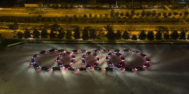 Để chào đón các nguyên thủ quốc gia từ 21 nền kinh tế thành viên trong khu vực Châu Á - Thái Bình Dương, bộ trưởng cùng các quan chức cấp cao..., Ủy ban Quốc gia APEC 2017 đã lựa chọn Audi làm đơn vị tài trợ xe chính thức của sự kiện.