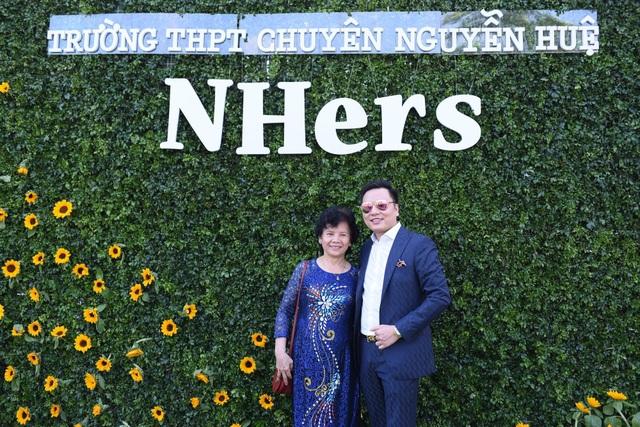 Đức Tuyên và cô giáo dạy văn Lê Thị Thanh Lâm