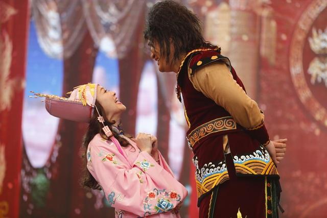 Các diễn viên trẻ dù tham gia những vai nhỏ nhưng tung hứng rất nhịp nhàng với đàn anh, đàn chị để tạo ra tiếng cười mang thông điệp.
