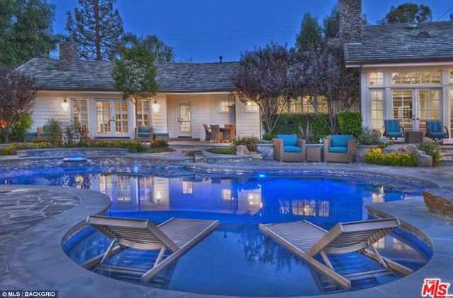 Iggy mua ngôi nhà này từ Selena Gomez với giá 3,45 triệu USD vào năm 2014