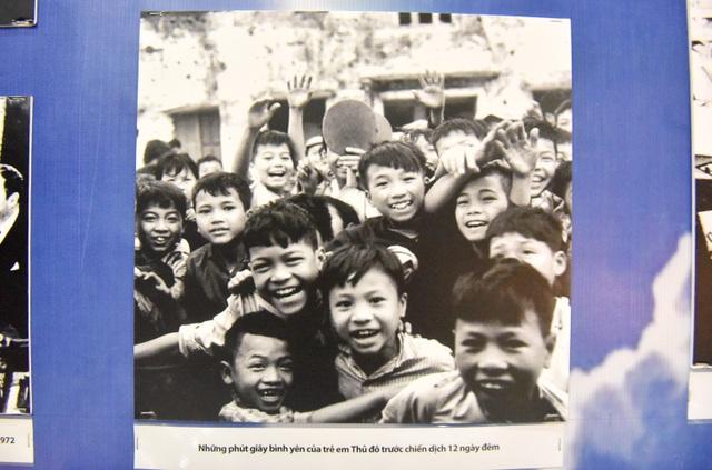 Bức ảnh mang tên Những phút giây bình yên của trẻ em Thủ đô trước chiến dịch 12 ngày đêm.