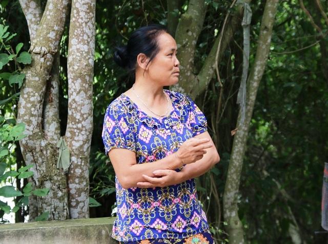 Bà Trần Thị Mai, hàng xóm bà Mến thuê đất vườn trồng trọt cũng bị em chồng bà Mến phá sạch cây cối