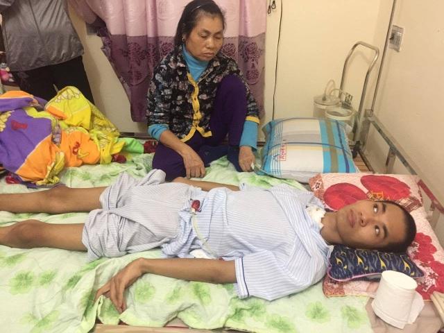 Đang là bác sĩ trẻ với tương lai rộng mở, Nguyễn Khắc Thái đã phải sống thực vật sau tai nạn
