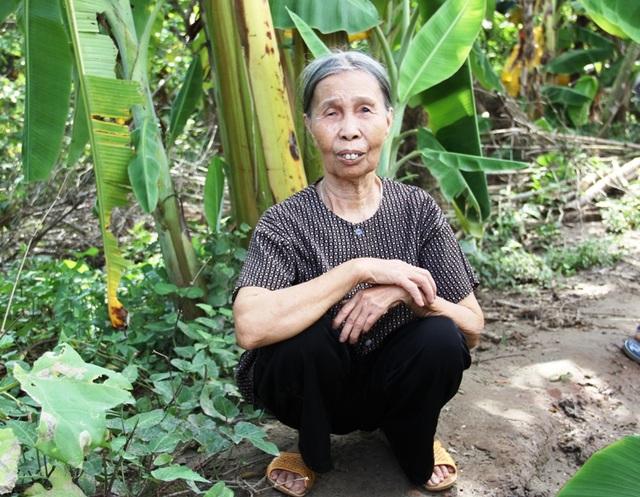 Bác Nguyễn Thị Thịnh vui mừng khi sắp có nhà mới
