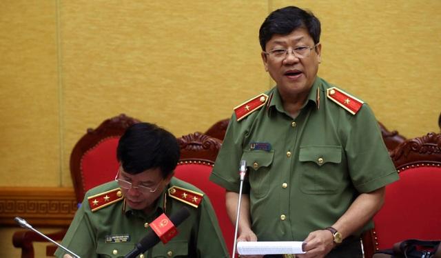 Thiếu tướng Bạch Thành Định trả lời báo chí sáng 28/6.